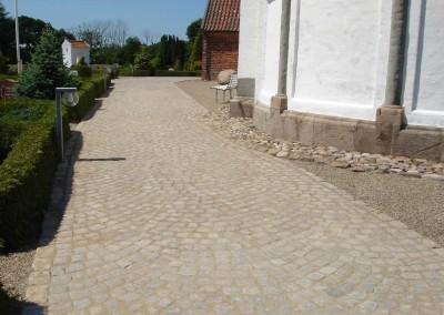 Granitbelægning kirke