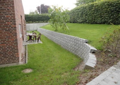 Opbygning at støttemur